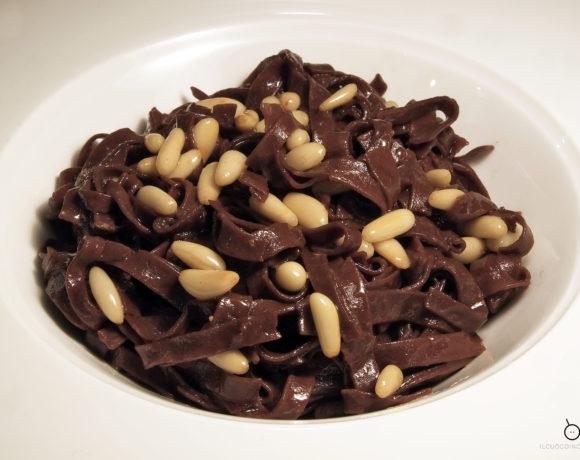 Tagliolini al cacao e pinoli, aglio olio e peperoncino